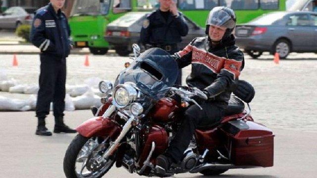 Суд дозволив забрати у екс-міністра Швайки мотоцикл Harley-Davidson