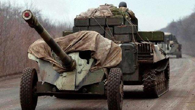 Сили АТО відвели артилерію калібром до 100 мм на Артемівському напрямку, - штаб