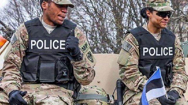 В Естонії расисти нападають на темношкірих військових США