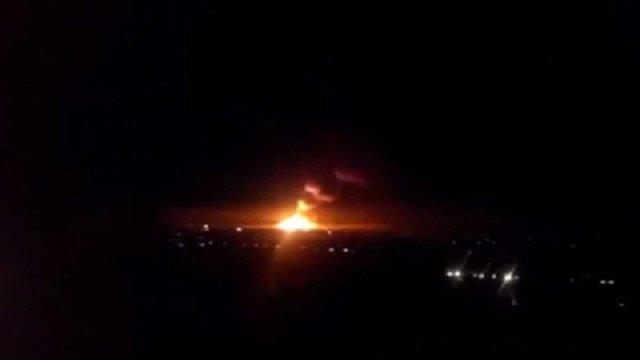 На Луганщині загорілись склади з боєприпасами