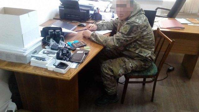 СБУ затримала солдата-шахрая, який представлявся комбригом і виманював гроші у волонтерів