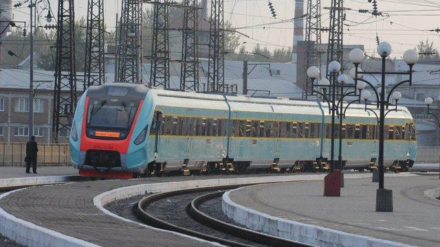 «Укрзалізниця» скоротить нічні потяги та збільшить вартість квитків