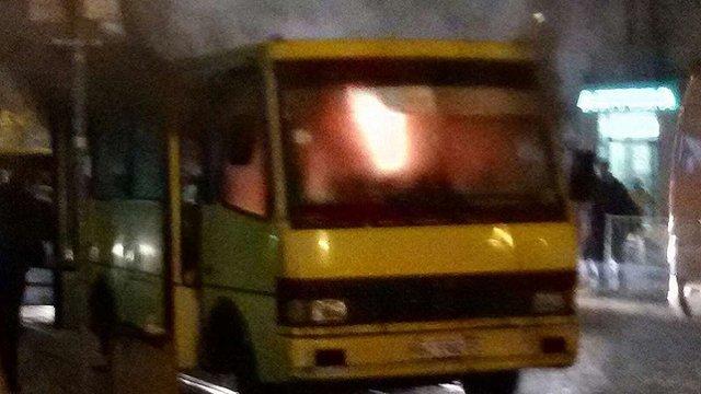 Через коротке замикання у Львові дотла згоріла маршрутка