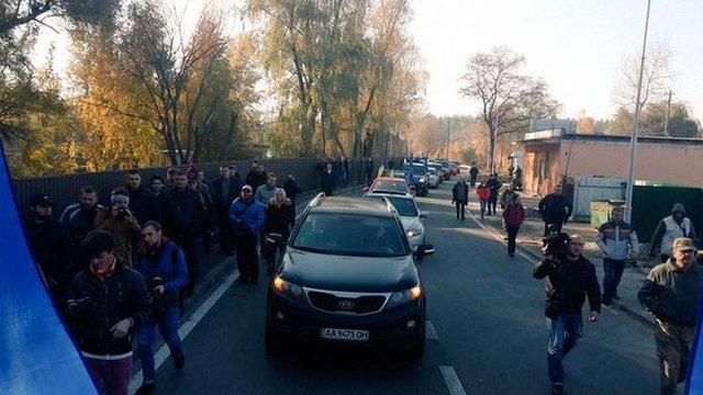 «Автомайдан» приїхав до Порошенка вимагати відставки Шокіна