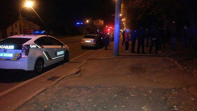 Поліцейські затримали водія Львівського холодкомбінату, який перевозив у службовому авто зброю