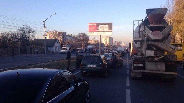 Футбольні фани перекрили в'їзд до Львова