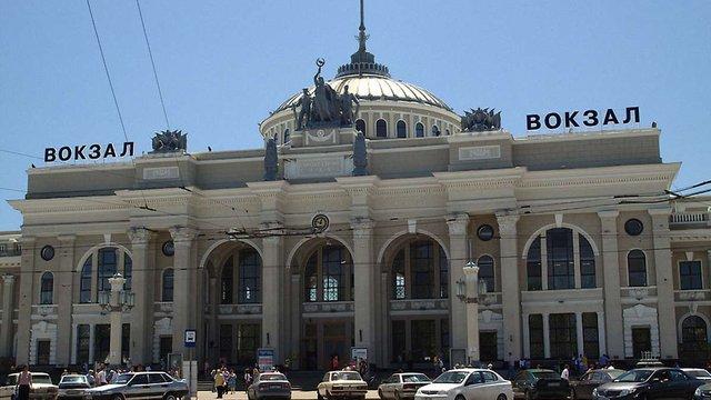 Через «замінування» із залізничного вокзалу Одеси евакуювали 6 тис. осіб