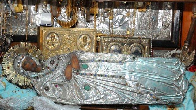 Три дні у Львові перебуватиме Плащаниця Богородиці з Єрусалиму. Розклад богослужінь