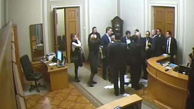 У мережі з'явилося відео конфлікту депутатів Тетерука і Кужель у Верховній Раді