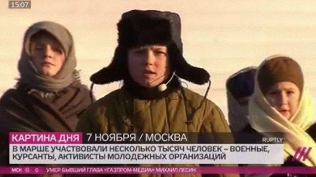 У ватниках, валянках та з балалайками росіяни провели помпезний військовий марш у Москві