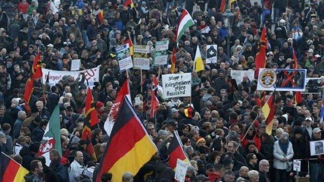 У Берліні спалахнули сутички між поліцією і демонстрантами