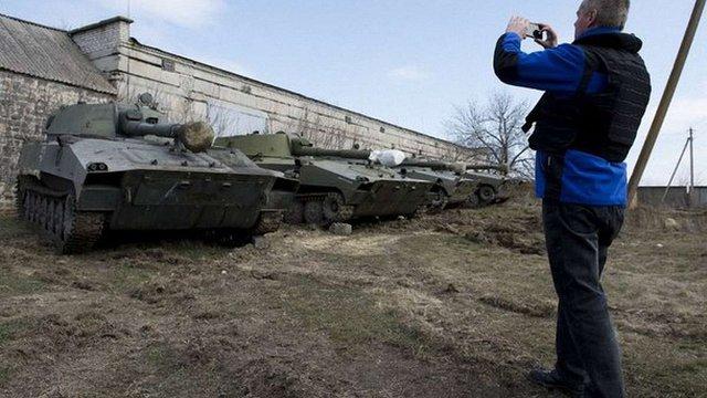 Бойовики повертають танки до лінії зіткнення після від'їзду спостерігачів ОБСЄ