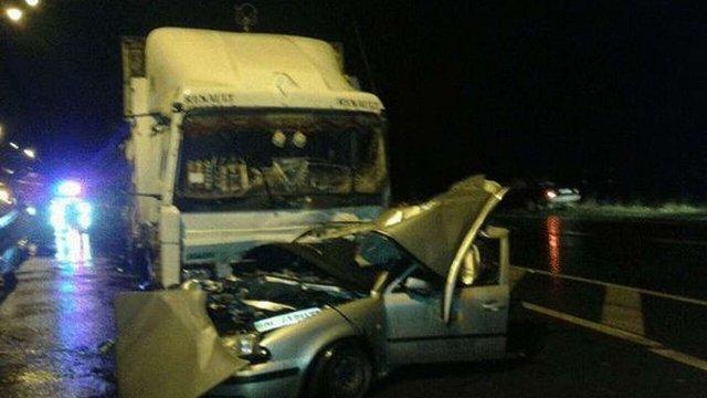 На Рівненщині внаслідок зіткнення з вантажівкою загинув водій та пасажири легкового авто