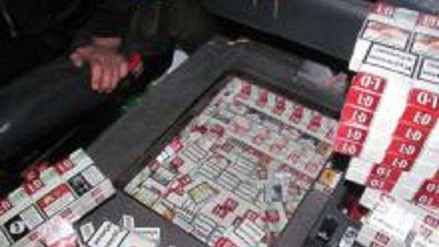 Львівські митники затримали вантажівку з контрабандними цигарками