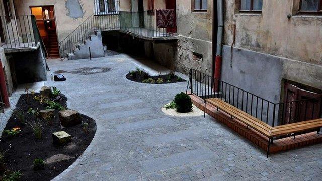 У центральній частині Львова впорядкували внутрішній двір