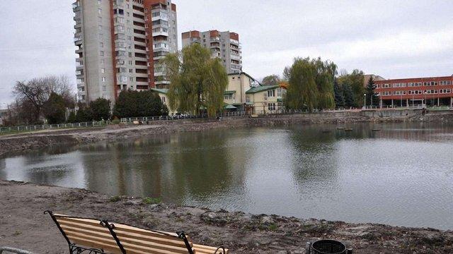 У рекреаційних зонах Львова чистять озера