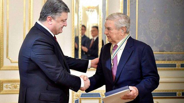 Порошенко вручив Соросу орден Свободи