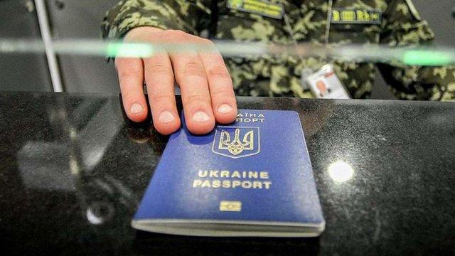 Їздити до Євросоюзу без віз зможуть лише українці із біопаспортами