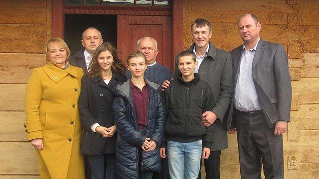 Для трьох дітей-сиріт із Львівщини придбали житло