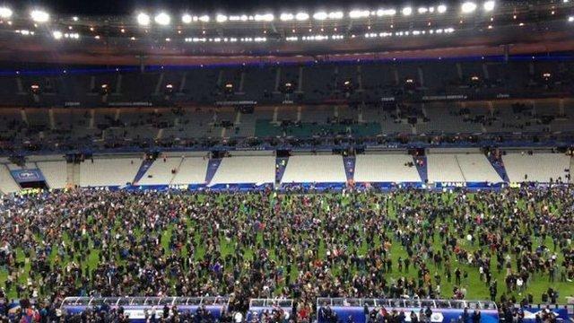 Внаслідок вибуху біля паризького стадіону загинуло троє вболівальників