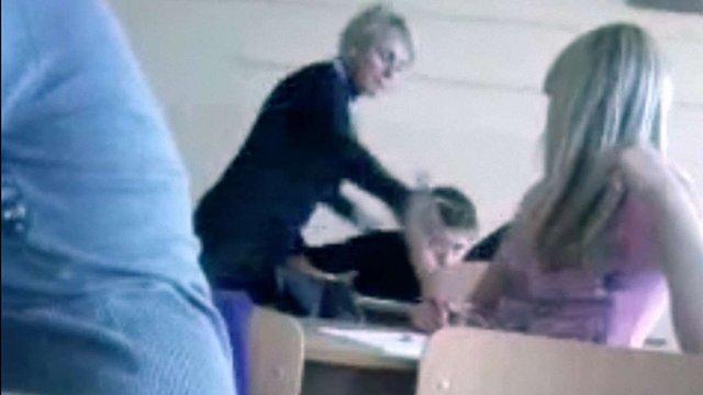 У директора Глинського НВК вимагають пояснень за відео з побиттям учня