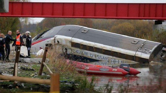 У Франції зійшов з рейок потяг і загорівся, є загиблі