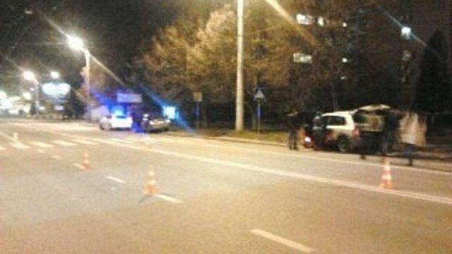 На пішохідному переході у Львові водій позашляховика збив жінку з дитиною