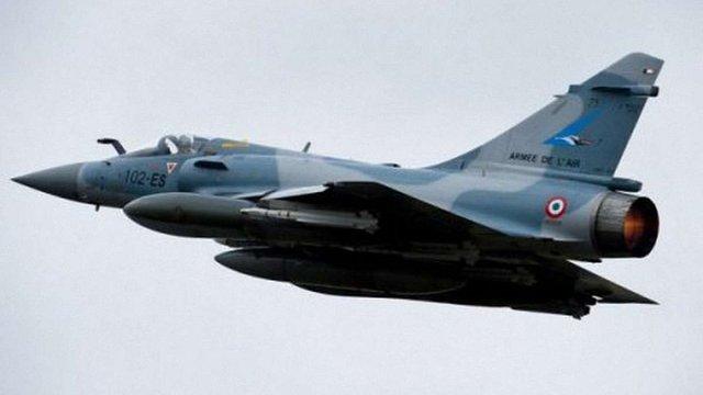 Франція почала масові бомбардування позицій терористів ІДІЛ в Сирії