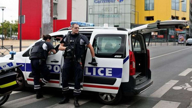 Французька поліція провела 168 обшуків та арештувала 23 підозрюваних у терактах