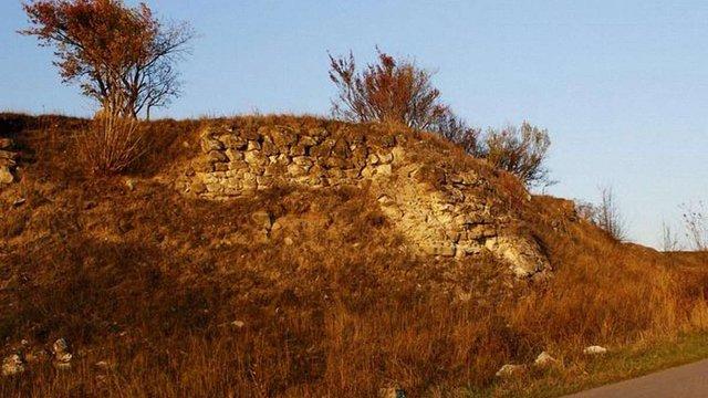 На Хмельниччині знайдено залишки невідомого стародавнього замку