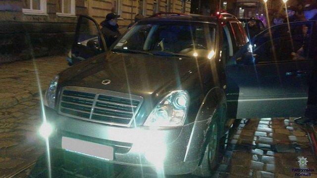 У Львові поліцейські влаштували погоню за п'яним водієм позашляховика