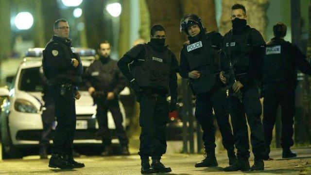 В Парижі у перестрілці поранено декількох поліцейських