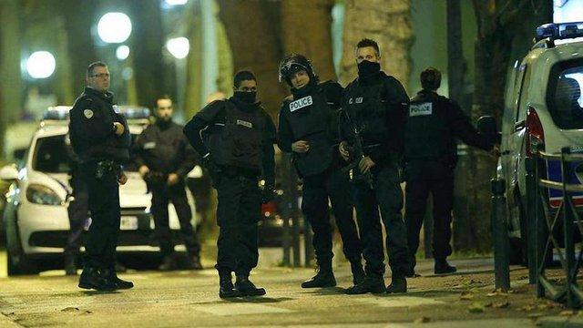 В Парижі терористка підірвалася на поясі шахіда в момент її затримання поліцейськими