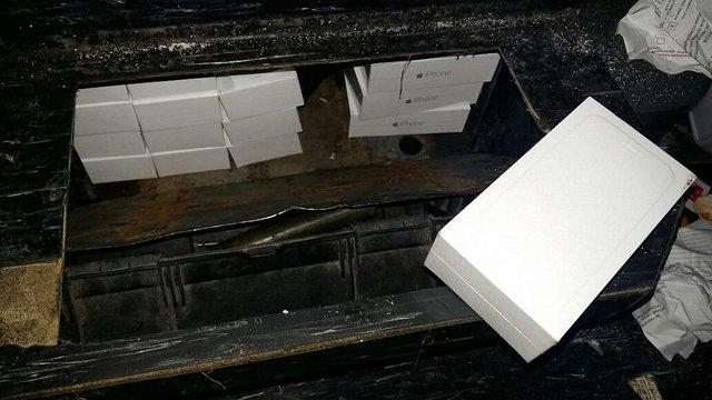 У пункті пропуску Шегині в рейсовому автобусі виявили контрабандні айфони