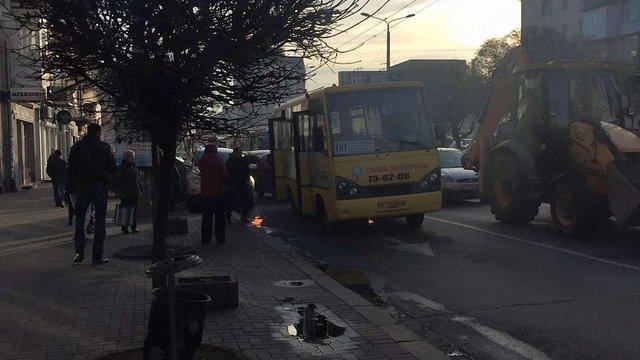 В Івано-Франківську під час руху загорілася маршрутка
