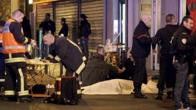 Кількість загиблих у терактах в Парижі зросла до 130 осіб