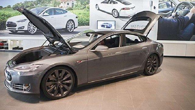 Tesla оголосила про відкликання всіх електромобілів Model S