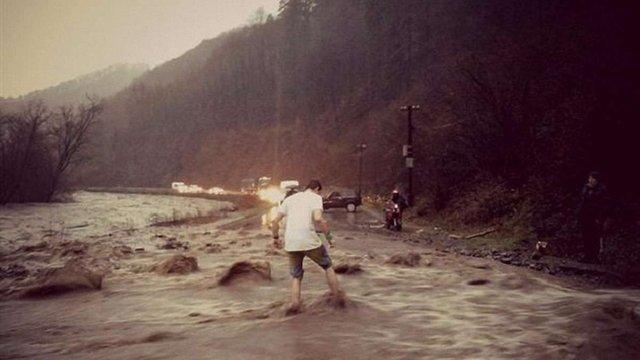Через сильні дощі на Закарпатті почався паводок