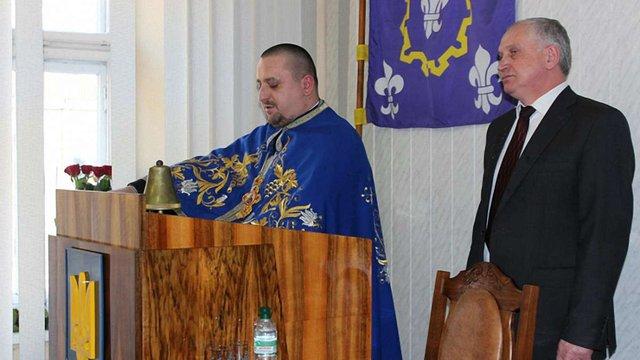 Депутат-священик на сесії Бродівської міськради відпустив гріхи екс-регіоналу