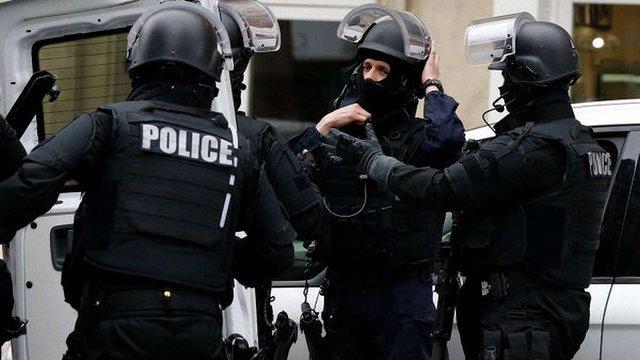 У передмісті Парижа знайшли пояс з вибухівкою