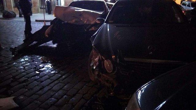 У центрі Львова п'яний водій Mercedes розтрощив Hyundai