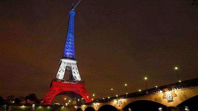 Французи вшанували пам'ять жертв терактів у Парижі
