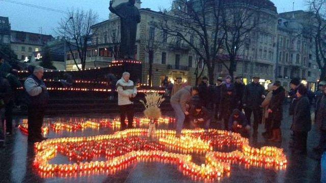 У День пам'яті жертв Голодомору у Львові виклали карту зі свічок
