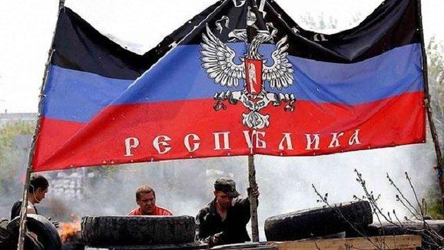 Терористи ДНР розстріляли цивільний автомобіль на під'їзді до блокпосту