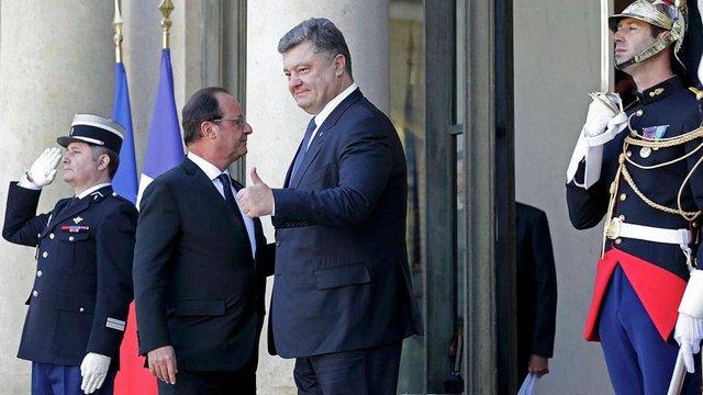 Західних журналістів обурило, що Порошенко прирівняв теракти в Парижі до війни в Україні