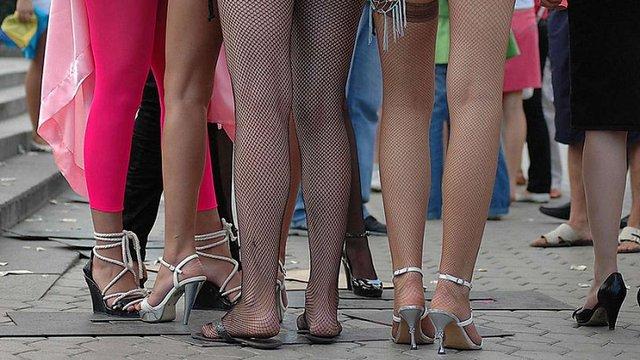 Львів'янина, який вербував переселенок для проституції, засудили на умовний термін