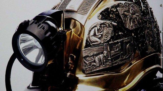 Донецька дизайнерка презентувала шахтарську каску вартістю $43 тис