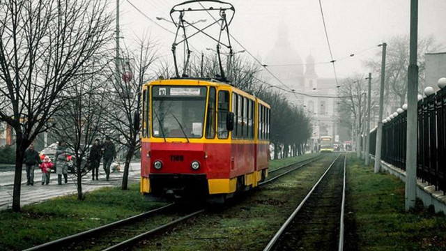 «Львівелектротранс» не фарбує трамваї у нові брендові кольори, бо це дорого