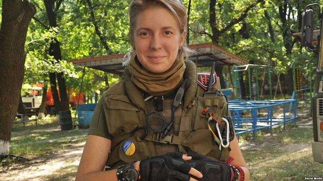 Волонтерка Яна Зінкевич вперше самостійно вийшла на прогулянку (відео)