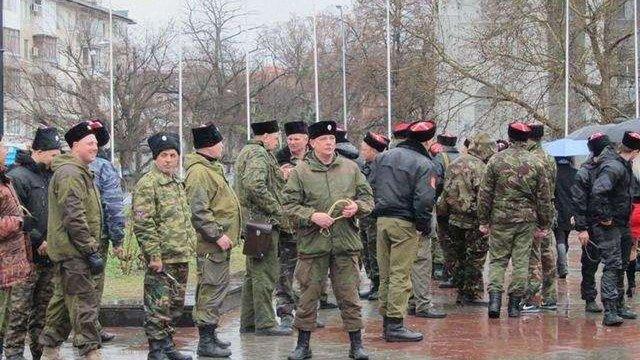 У Криму «казаки» влаштували рейд по домівках кримських татар